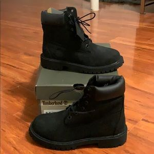 Black timberlands size 3.5 in youth, 6-6.5 women